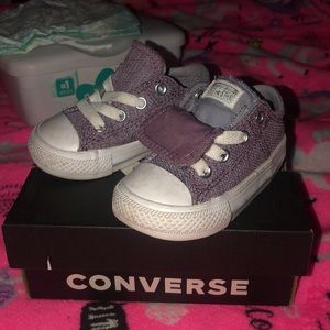 Toddler size 4 converse